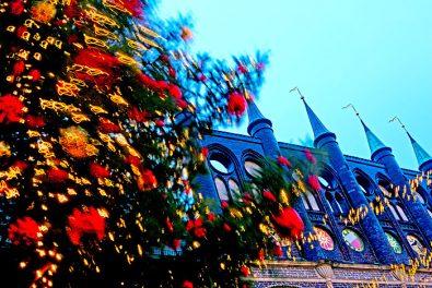Hansestadt Luebeck, stuermisch auf dem Weihnachtsmarkt.