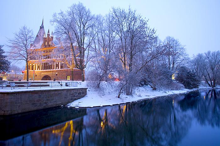Schleswig-Holstein, Hansestadt Lübeck, Holstentor im Winter.Foto ©Ingo Wandmacher.
