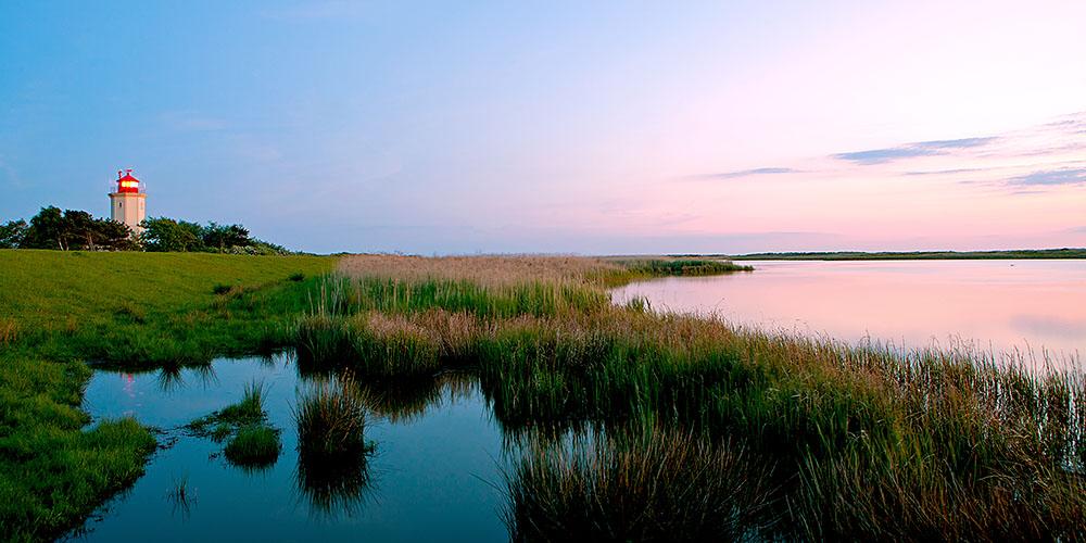 Schleswig-Holstein. Ostseeinsel Fehmarn. Abendstimmung am Leuchtturm von Westermarkelsdorf. Foto Ingo Wandmacher