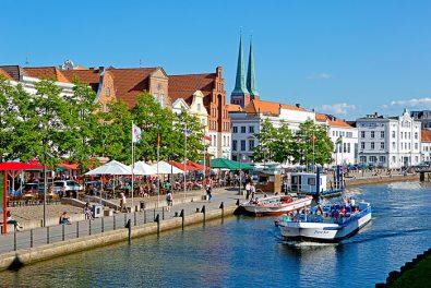 Schleswig-Holstein, Hansestadt Lübeck, Blick auf die Obertrave mit Altstadthäusern.