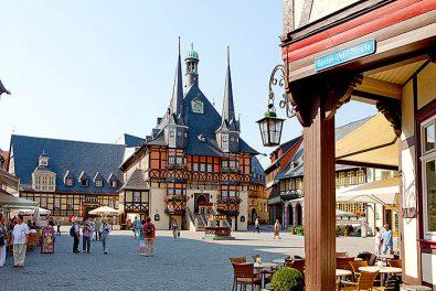 Sachsen-Anhalt, Harz, Wernigerode Rathaus mit Marktplatz
