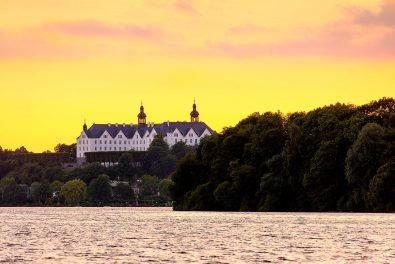 Schleswig-Holstein, Holsteinische Schweiz, Grosser Plöner See am Abend.