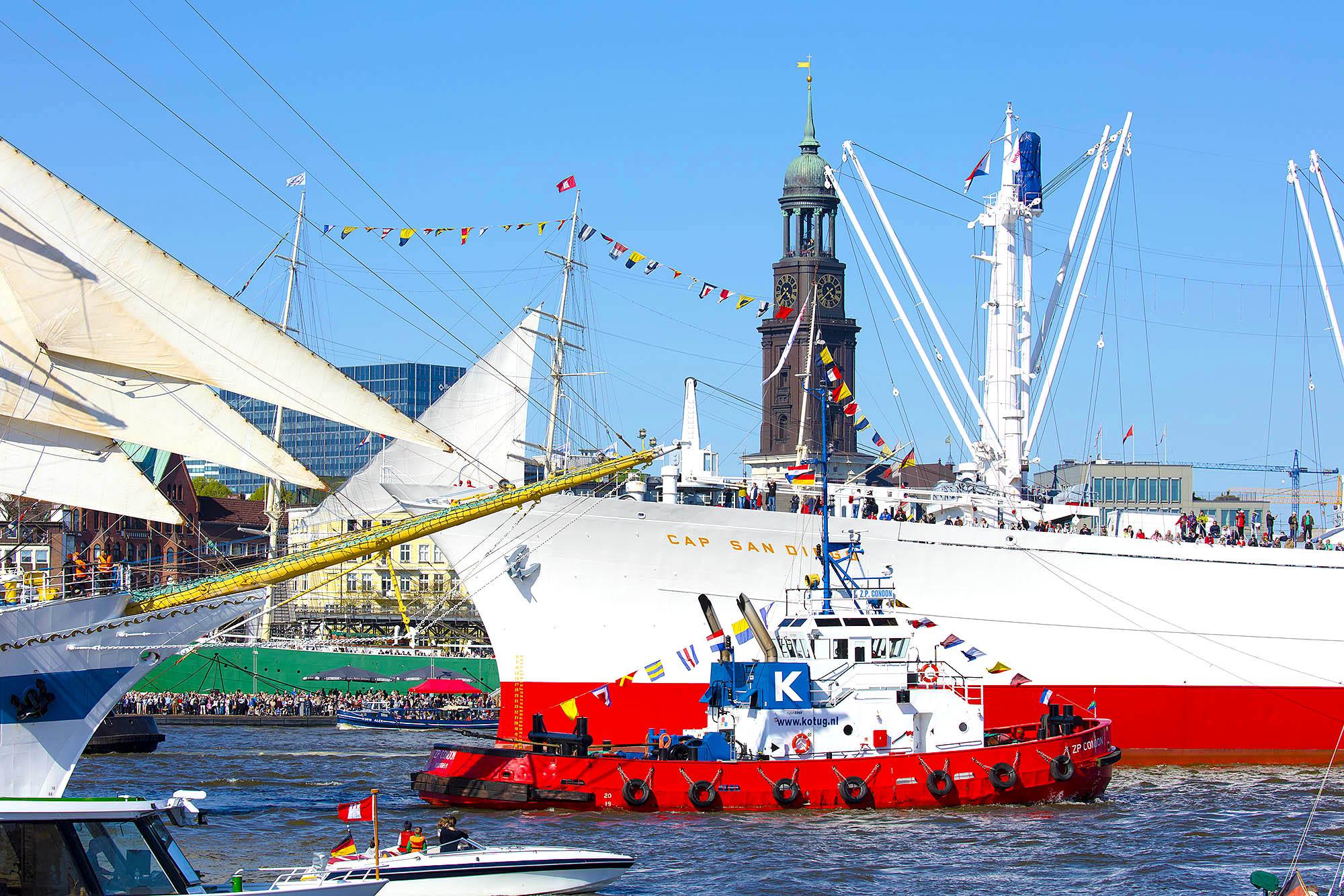 Hansestadt Hamburg, Blick über die Elbe zum Michel. Hamburger Hafengeburtstag