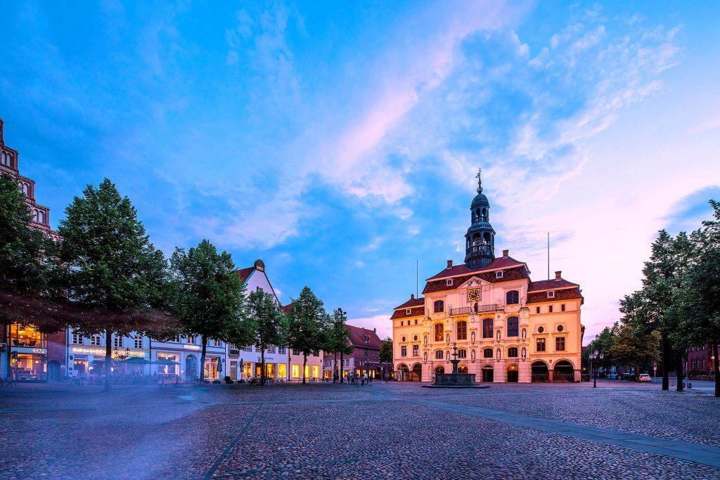 Niedersachsen, Lüneburg, Rathaus am Markt am Abend